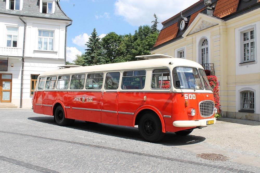 Zabytkowy autobus - Ogórek